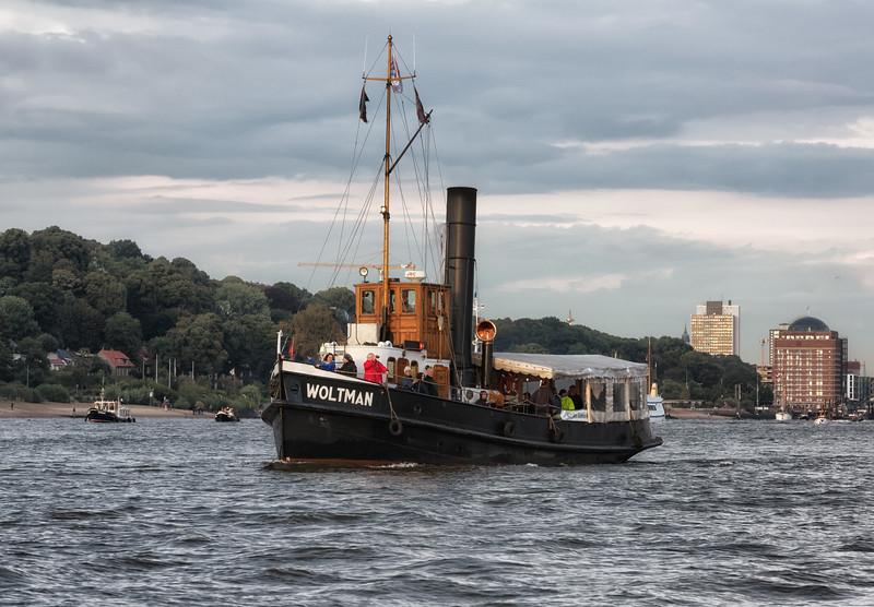 Dampfschiff Woltman in Hamburg auf der Elbe