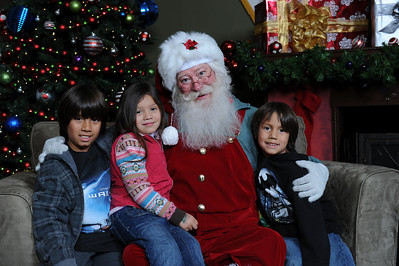 Santa Photos Sat 5:15pm to 8:30pm