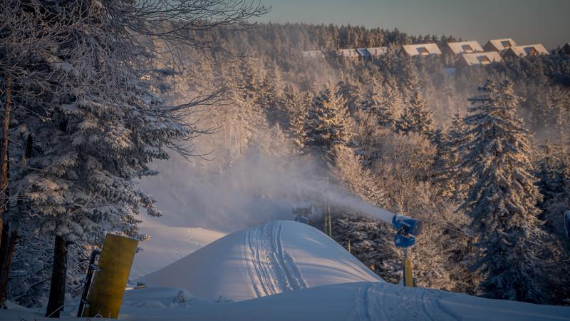 Snowmaking 1920-04733.jpg