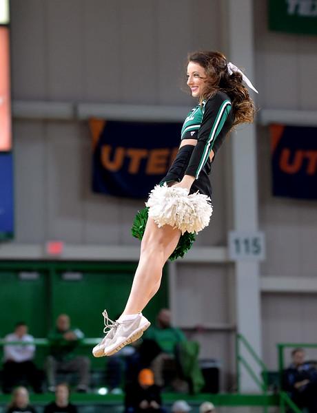cheerleaders0214.jpg