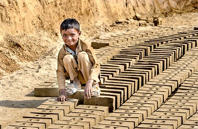 PAKISTAN - LAHORE, BRICK FACTORY/BONDED LABOR & SLUMS