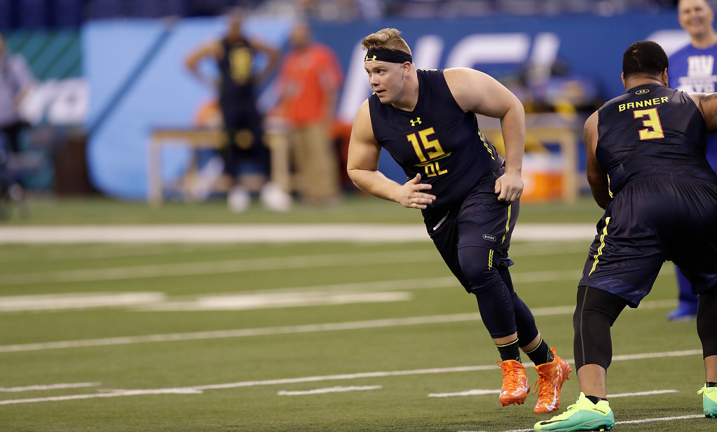 . Ohio State offensive lineman Pat Elflein runs a drill at the NFL football scouting combine Friday, March 3, 2017, in Indianapolis. (AP Photo/David J. Phillip)