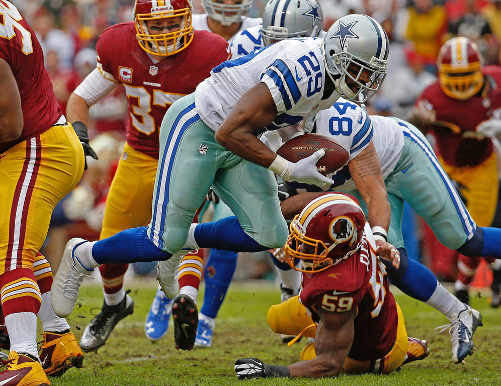 . Dallas Cowboys running back DeMarco Murray (29) carries the ball into the end zone past Washington Redskins inside linebacker London Fletcher (59) for a touchdown during the first half of an NFL football game in Landover, Md., Sunday, Dec. 22, 2013. (AP Photo/Alex Brandon)
