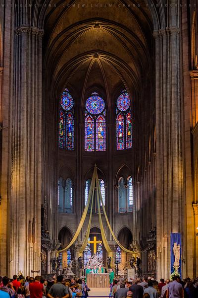 Notre-dame-Altar.jpg
