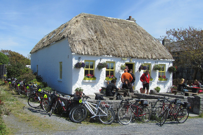 Thatched-roof lunch stop