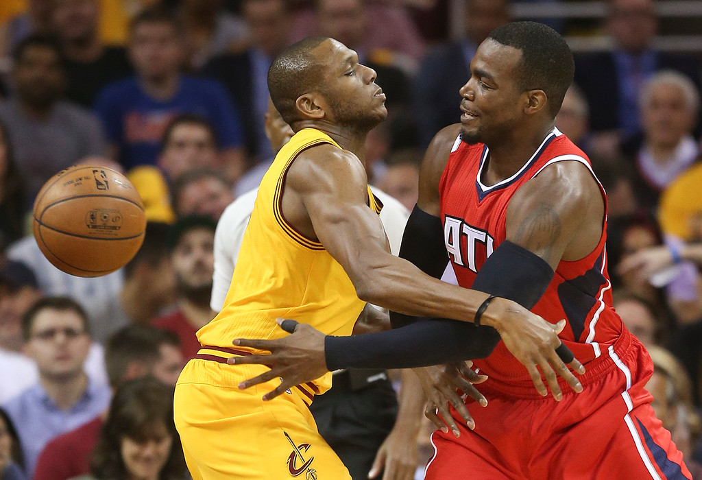 . Atlanta Hawks forward Paul Millsap (4) passes off the ball around Cleveland Cavaliers forward James Jones (1) in the first quarter of Game 4 of the NBA basketball Eastern Conference Finals, Tuesday, May 26, 2015, in Cleveland. (AP Photo/Ron Schwane)