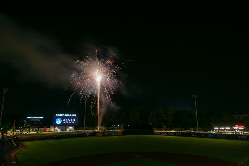 Fireworks_750_0536.jpg