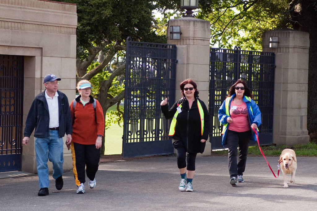 THP Hike_039-1<br /> Alan and Jane Cobcroft, Karen Johns and Lyn Boric at the gates the Domain