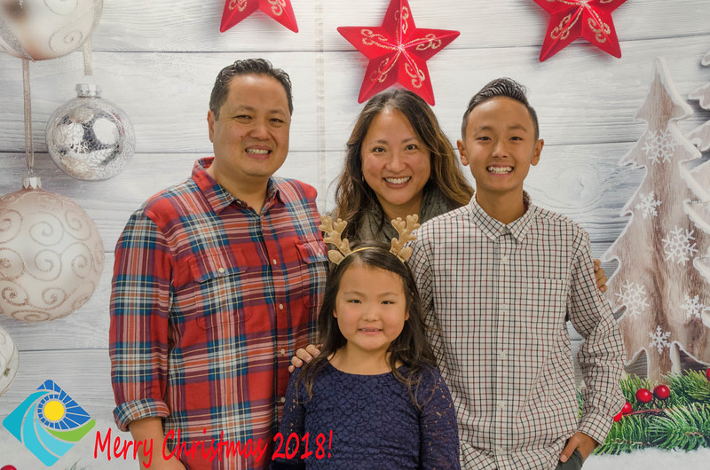 Christmas Photobooth 2018 Sunday-199.jpg