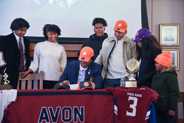 Taisun Phommachanh Signs with Clemson University