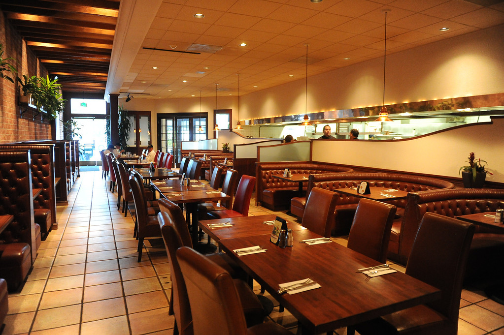 . The inside of Hamburger Hamlet on Lake Ave. which is changing to Dupar\'s Restaurant & Bakery in Pasadena, Calif., on Thursday, Jan.2, 2014.   (Keith Birmingham Pasadena Star-News)