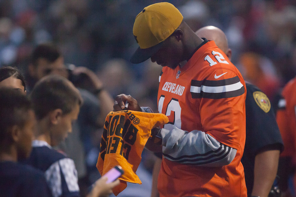 . Jen Forbus - The Morning Journal<br> Cleveland Browns wide receiver Josh Gordon signs a towel for a fan during Lorain\'s game against St. Joseph on Sept. 14.