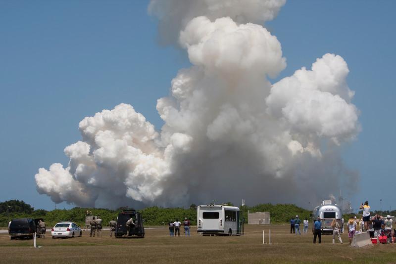 STS_132_Atlantis_launch_cloud.jpg
