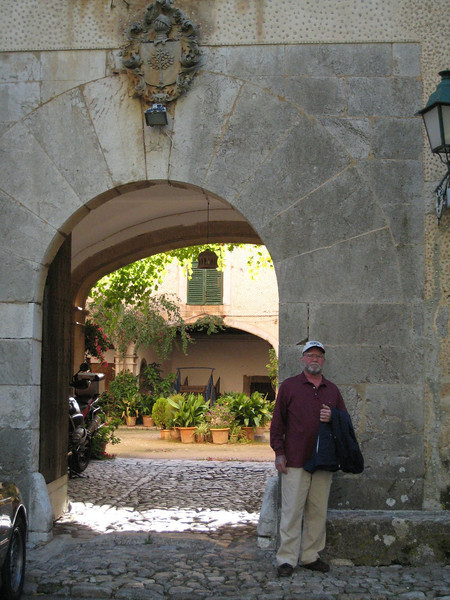 Valldemosa - Entrance to restaurant