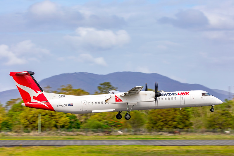 QANTAS De Havilland Dash-8 Q400 VH-LQQ landing at Rockhampton Airport