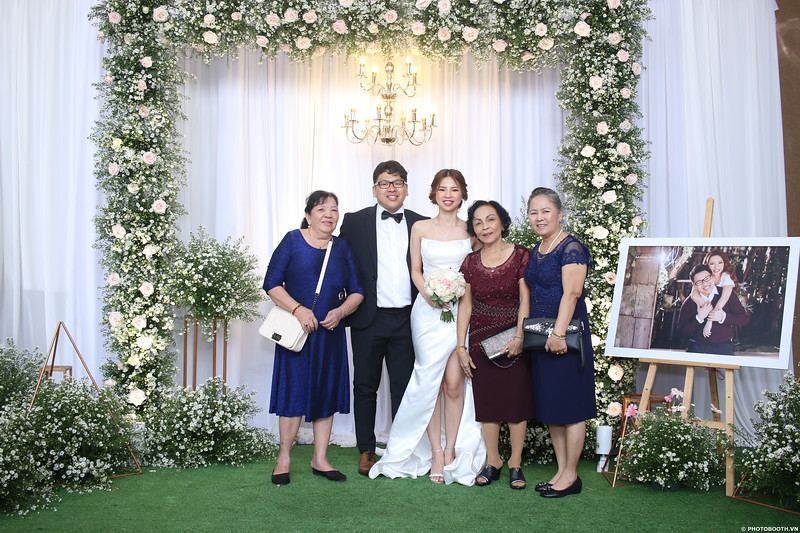 Vy-Cuong-wedding-instant-print-photo-booth-in-Bien-Hoa-Chup-hinh-lay-lien-Tiec-cuoi-tai-Bien-Hoa-WefieBox-Photobooth-Vietnam-089.jpg