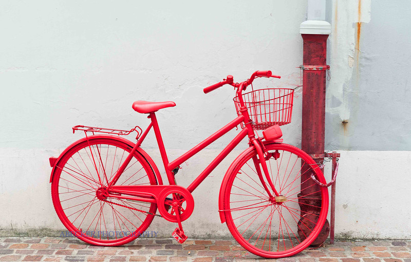 Red Bicycle of Zagreb.jpg