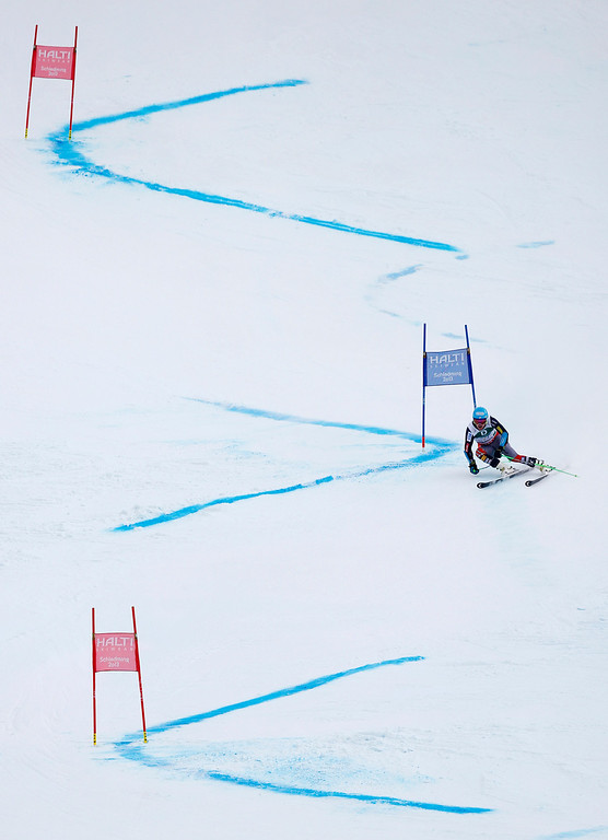 . United States\'s gold medal winner Ted�Ligety clears a gate during second run of the men\'s giant slalom at the Alpine skiing world championships in Schladming, Austria, Friday, Feb.15,2013. (AP Photo/Matthias Schrader)