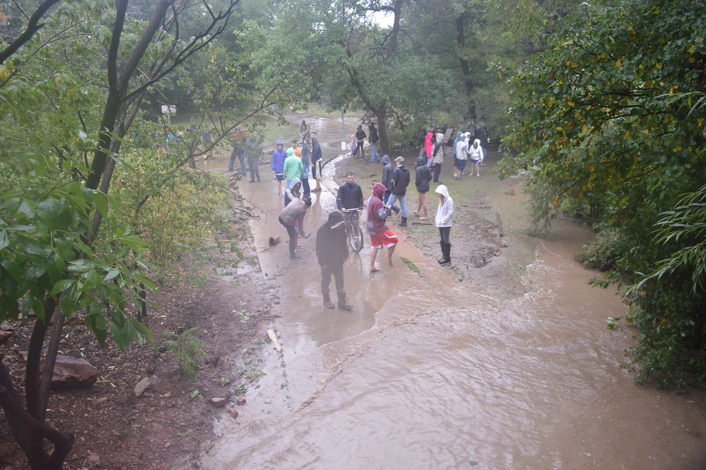 . Onlookers headed towards Boulder Creek after sirens alerted them to the impending flood waters. photo by Natalie Boyd