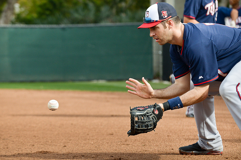 . Mauer draws a bead on a grounderduring the Good Morning America drill. (Pioneer Press: Ben Garvin)