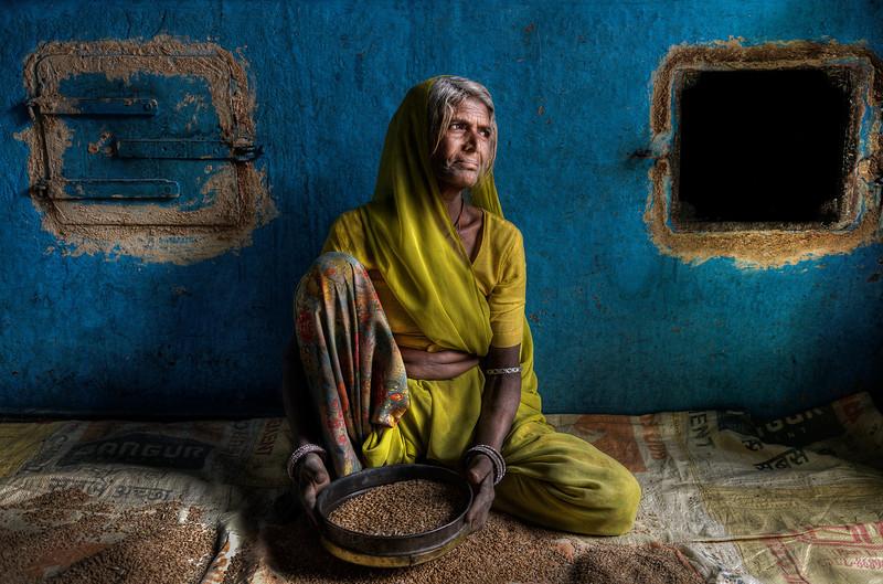 woman_grinding_india.jpg
