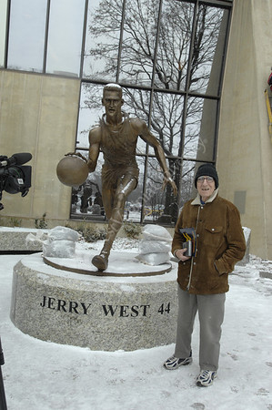 24502 Statue Jerry West in front of Colesium with artist Jamie Lester