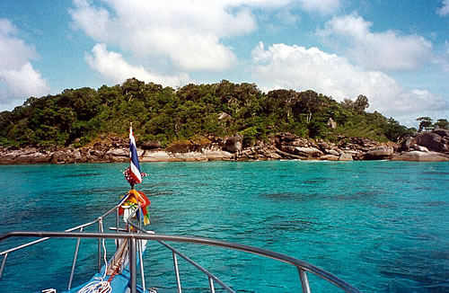 Similan liveaboard MV Dolphin Queen approaching a Similan Island beach