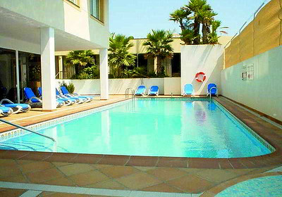 19194 Nice aparthotel with pool located in town centre