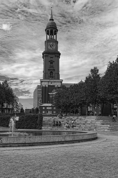 St. Michaelis Hauptkirche in schwarz-weiß