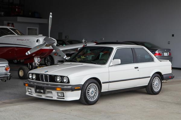 1987 BMW 325iS White / Pearl Beige