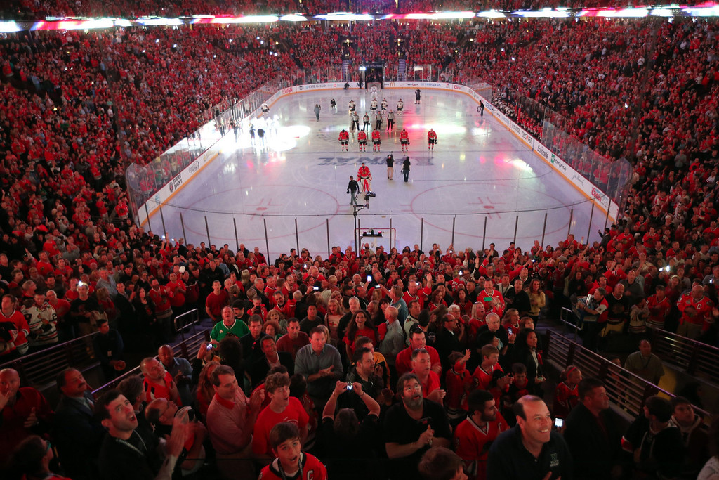 . Fans cheer during the national anthem as the Chicago Blackhawks play host to the Boston Bruins in Game 2 of the NHL\'s Stanley Cup Finals at the United Center in Chicago, Illinois, on Saturday, June 15, 2013. (Brian Cassella/Chicago Tribune/MCT)