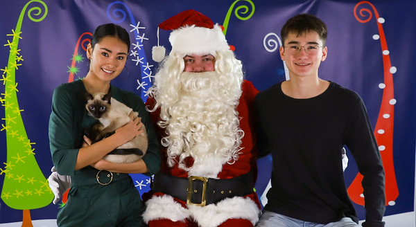 Neo Treaster - Pet Pics with Santa