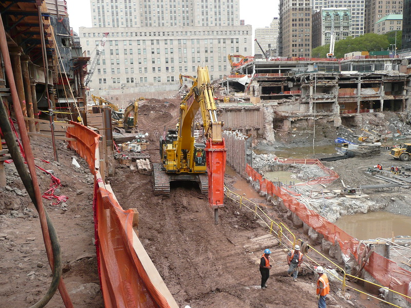 NPK GH50 hydraulic hammer on Testa excavator (80).JPG
