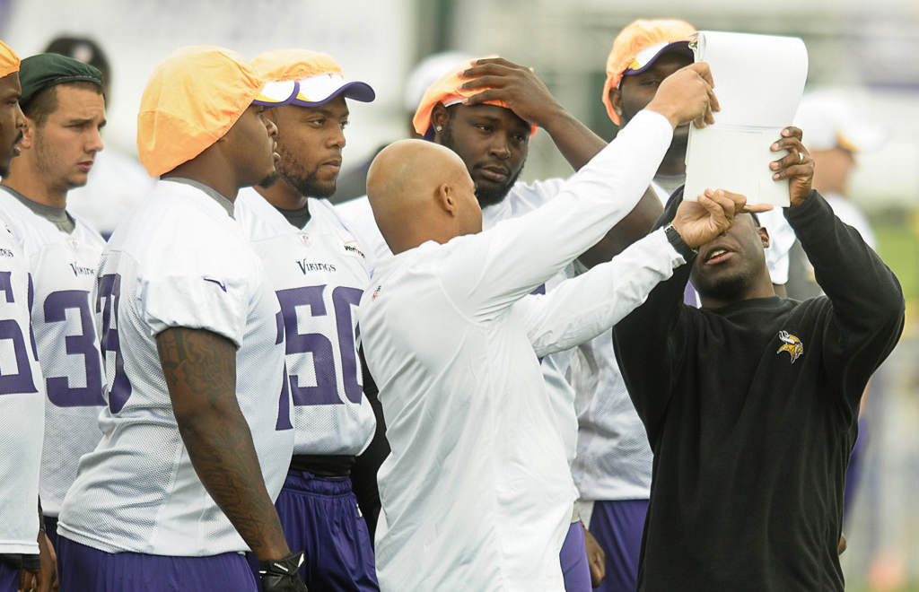 . Players are given a play during the first workout at Vikings training camp.(Pioneer Press: Ben Garvin)