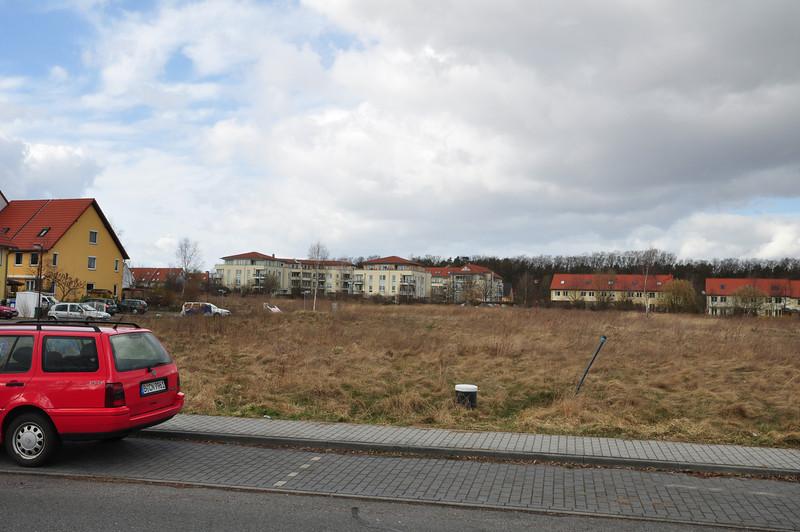 Grundstücksgrenze ist am hinteren Ende des Autos.
