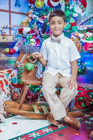 41. Michelle Alvarez y familia navidad 2019