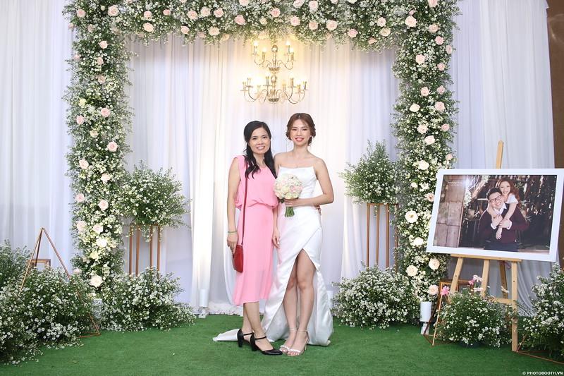 Vy-Cuong-wedding-instant-print-photo-booth-in-Bien-Hoa-Chup-hinh-lay-lien-Tiec-cuoi-tai-Bien-Hoa-WefieBox-Photobooth-Vietnam-078.jpg