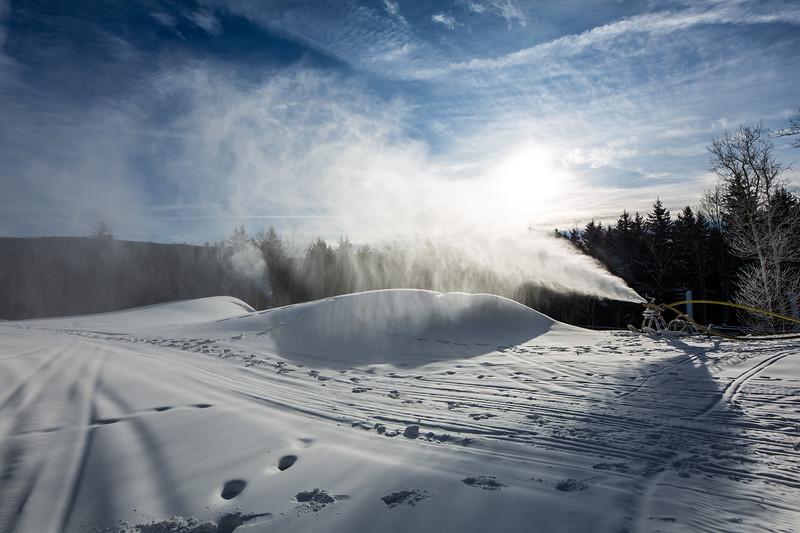Snowmaking 1920-3642.jpg