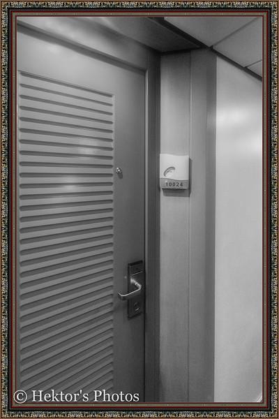 Stateroom 10024-3.jpg