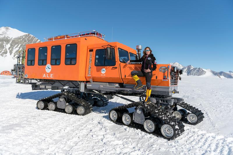 Climb Antarctica Women -1-11-18098974.jpg