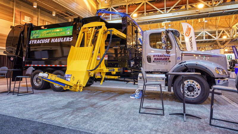 Syracuse Hauling Freightliner GS Products CS9200 Split Body Automated Side Loader