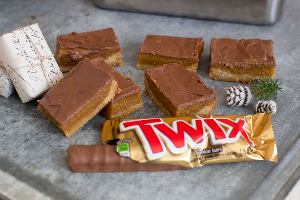 ". When it comes to holiday cookies, everything depends on the recipe and a few simple techniques. <a href=""http://www.morningjournal.com/lifestyle/20141128/recipe-a-holiday-cookie-inspired-by-twix-candy-bars\"">Get the recipe for gold bars, inspired by Twix candy bar</a>. (AP Photo/Matthew Mead)"