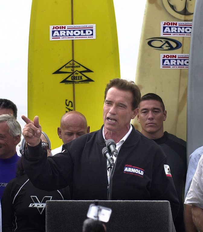 . 10/6/03 - Arnold Schwarzenegger candidate for California Governer talks to supporters at the Hungtington Beach Pier, a ralley the day before the recall election.