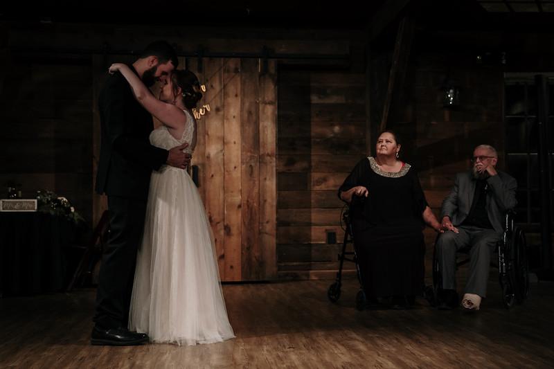 rustic_ohio__fall_barn_wedding-392.jpg
