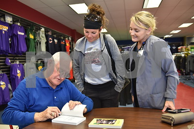 Dick Tighe Book Signing 10/11/17