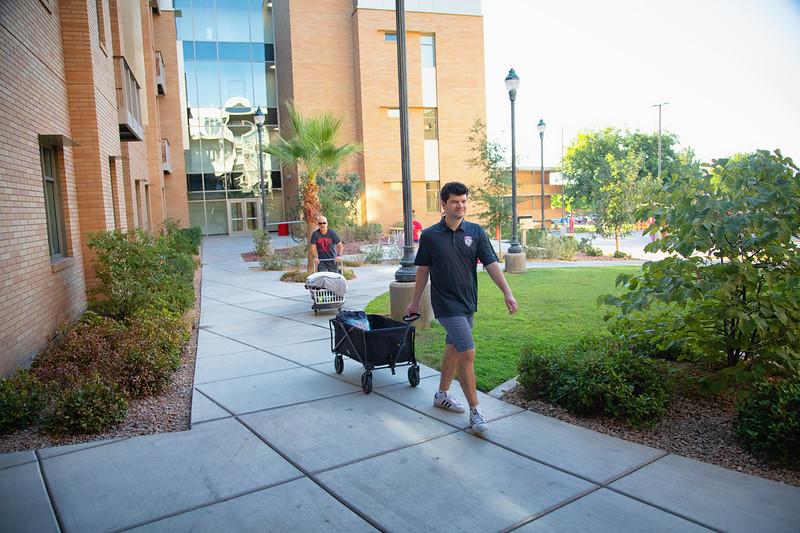 freshman move in day 2019-8869-Edit.jpg