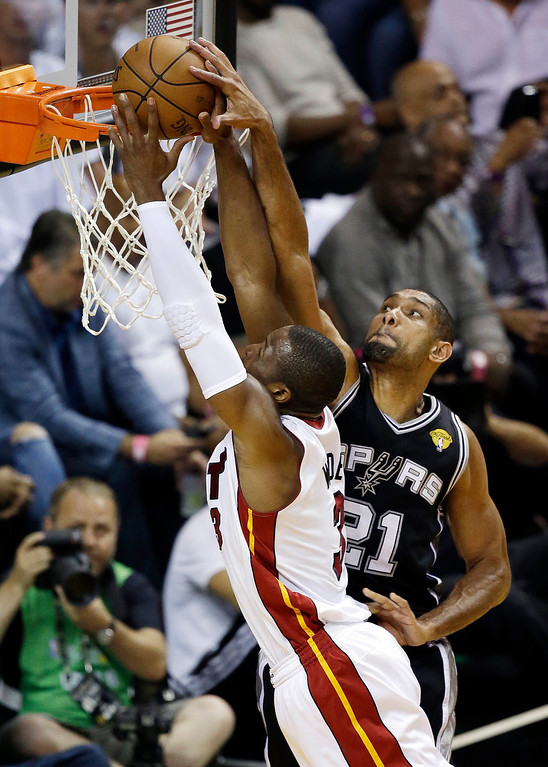 . San Antonio Spurs forward Tim Duncan (21) blocks a shot by Miami Heat shooting guard Dwyane Wade (3) during the first half of Game 6 of the NBA Finals basketball game, Tuesday, June 18, 2013 in Miami. (AP Photo/Wilfredo Lee)