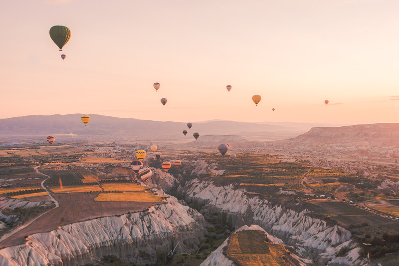 cappadocia-ballon-in-the-valley-4.jpg