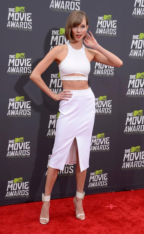 . Model Karlie Kloss arrives at the 2013 MTV Movie Awards in Culver City, California April 14, 2013.   REUTERS/Phil McCarten