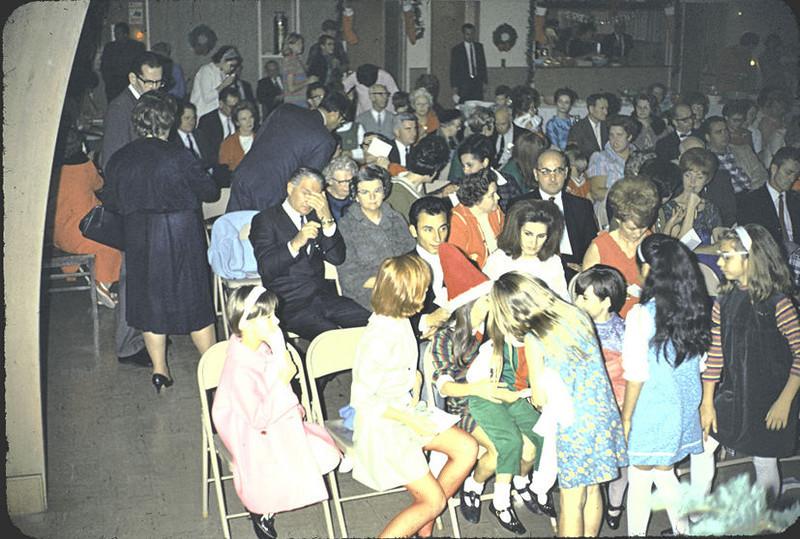 19670601_group_at_church_ji